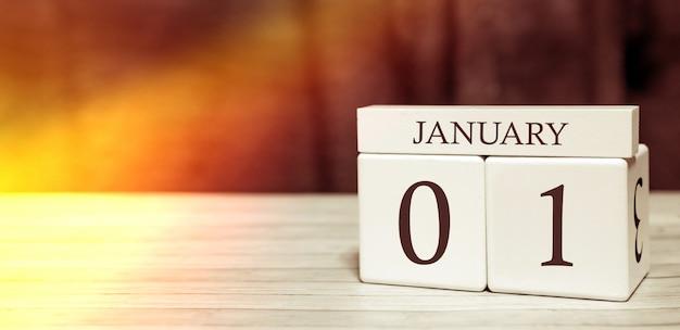 Concetto di evento promemoria del calendario. cubi di legno con numeri e mese il 1 gennaio