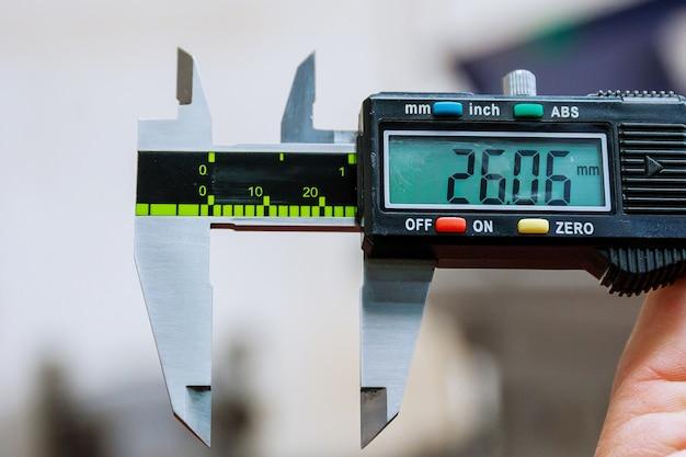 Calibri. dispositivo di misurazione digitale moderno. accuratezza di misurazione.