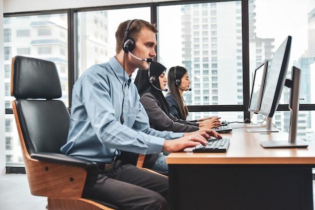 Call center con i lavoratori del team