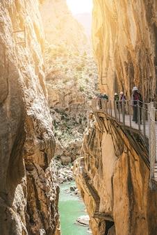 Caminito del rey sentiero escursionistico e via ferrata attraverso il canyon. andalusia, spagna