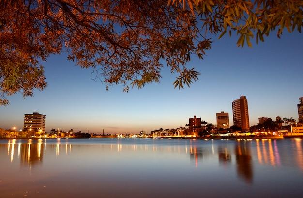 Campina grande paraiba brasile crepuscolo nella vecchia diga