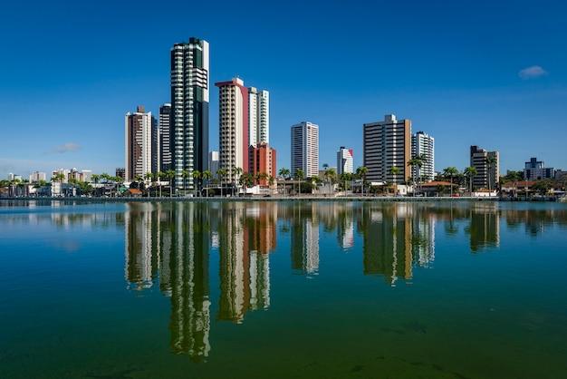 Campina grande paraiba brasile vecchia diga ed edifici