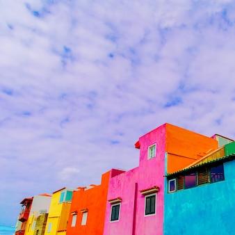 Canarie. case colorate. concetto colorato