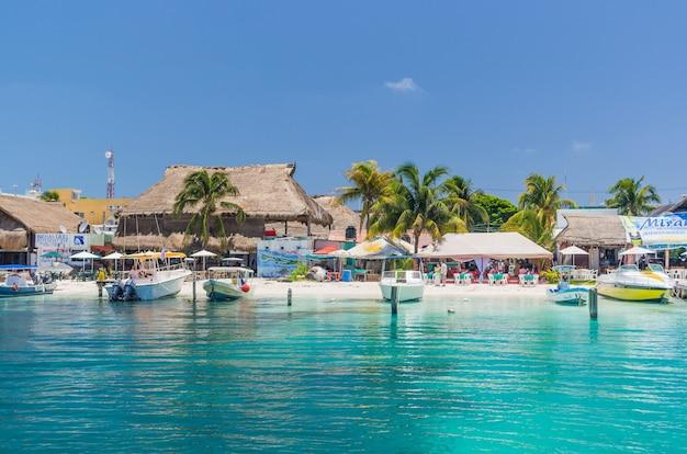 Cancun - isla mujeres. bella vista sulla costa dell'isola di isla mujeres.
