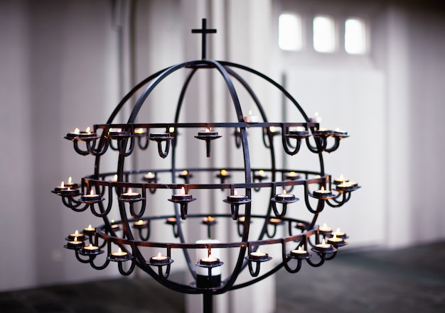 Candelabro all'interno della cattedrale di hallgrimskirkja reykjavik, islanda