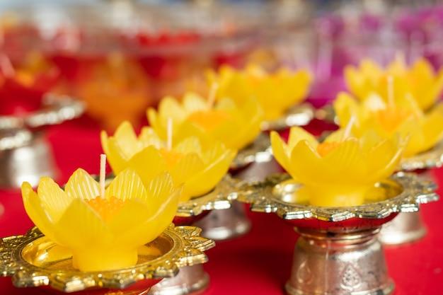 Forma di fiore di colore candela per virgola mobile