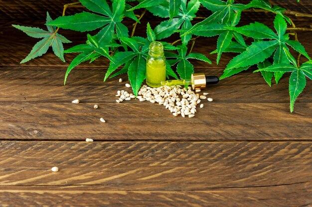 Prodotti di canapa con olio di cannabis cbd - capsule e semi di canapa.