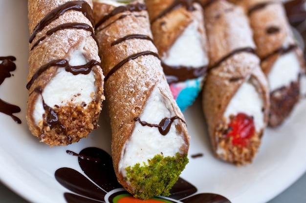 Cannoli di ricotta siciliani - pasticceria siciliana