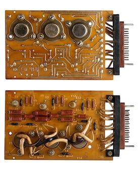 Condensatori e chip vecchia scheda microcircuito
