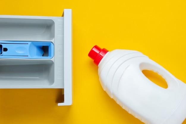 Capacità della lavatrice per polvere, bottiglia di gel detergente. vista dall'alto, piatto