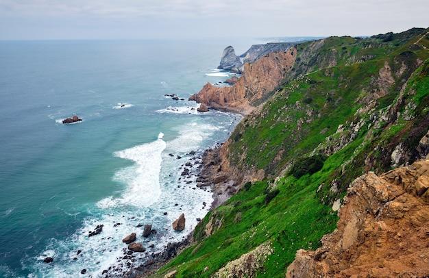 Cape roca o cabo da roca - il capo più occidentale del continente eurasiatico e dell'europa