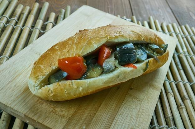 Panini picnic caponata - melanzane siciliane, primo piano