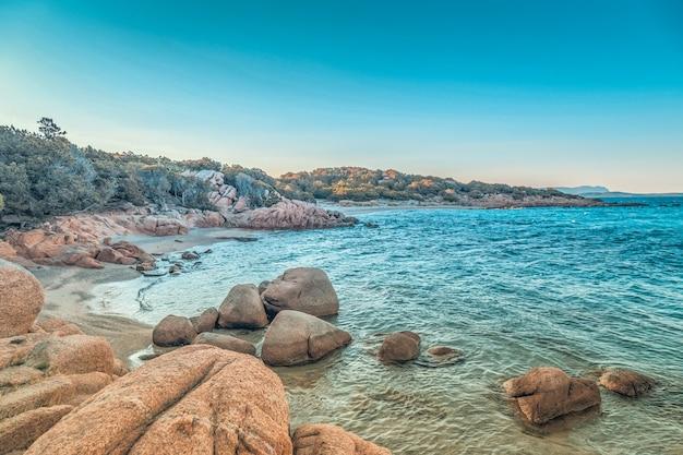 Spiaggia di capriccioli in costa smeralda, sardegna, italia.