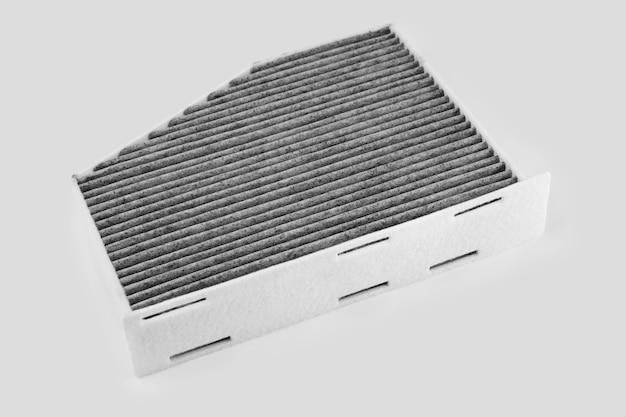 Filtro aria auto isolato su bianco