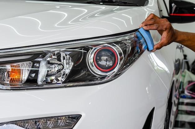 Dettagli dell'auto - rivestimento del vetro dell'auto.