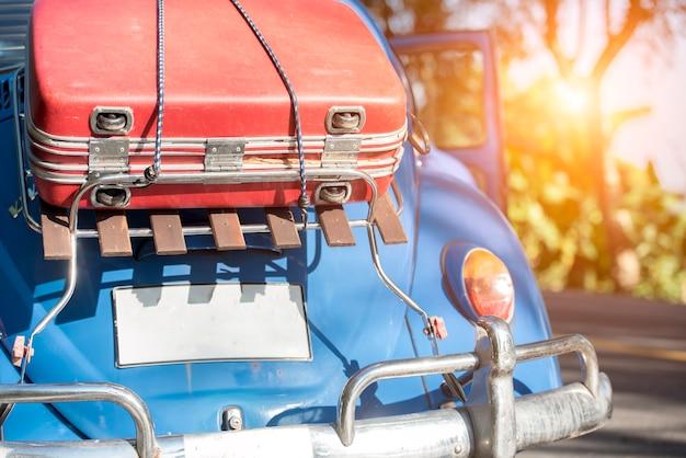 Auto piena e borse per il ritorno dalle vacanze estive