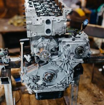 Motore smontato per la riparazione del motore in linea dell'auto