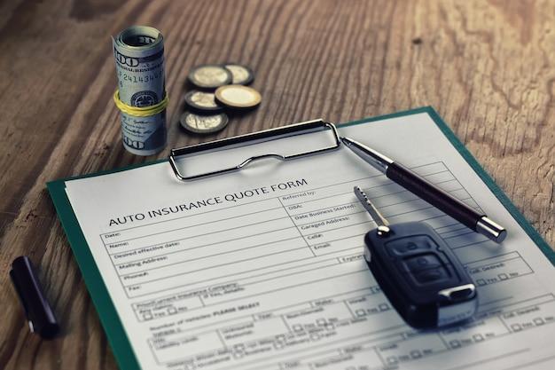 Soldi del contratto di assicurazione auto