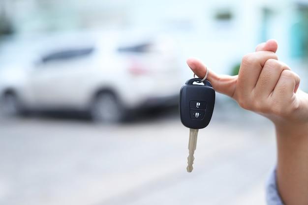 Chiavi dell'auto e compravendita di auto e transazioni di auto