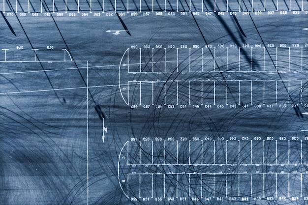 Parcheggio senza auto vista dall'alto