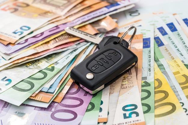 Noleggio auto o acquisto di euro soldi con le chiavi