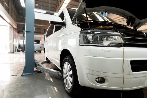 Centro di riparazione e assistenza auto