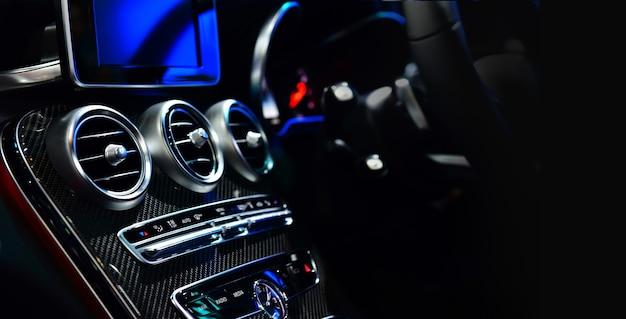 Sistema di ventilazione dell'auto e dettagli e controlli dell'aria condizionata dell'auto moderna