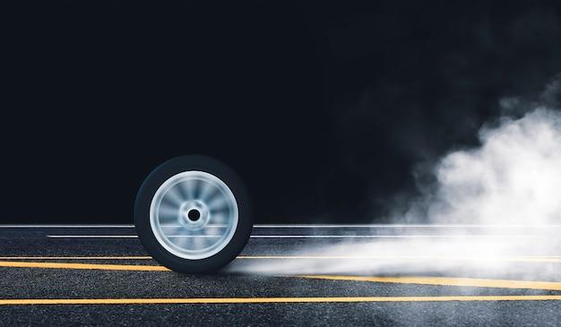 La ruota dell'auto brucia la gomma con il movimento del cerchio di rotazione sulla strada asfaltata e il fumo bianco di notte