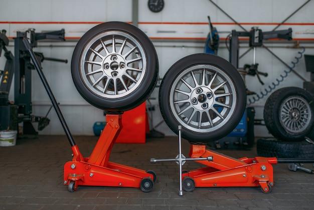 Ruote per auto, macchina per montaggio pneumatici, chiave pneumatica