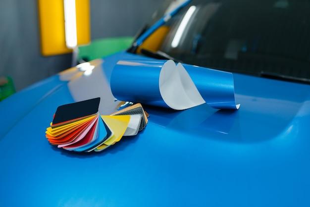 Car wrapping, tavolozza dei colori e strumenti di installazione