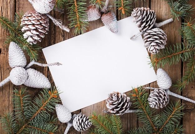 Carta con rami di abete. lettera per natale e capodanno