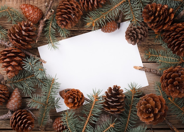 Carta con ramo di abete lettera per natale e capodanno.