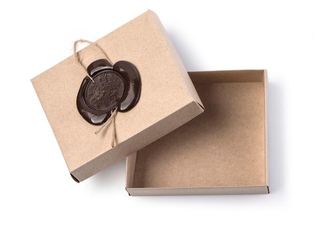 Scatola di cartone con sigillo di cera