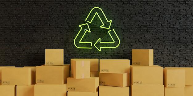 Scatole di cartone impilate su un muro di mattoni scuri con una lampada al neon verde con il simbolo del riciclaggio illuminato