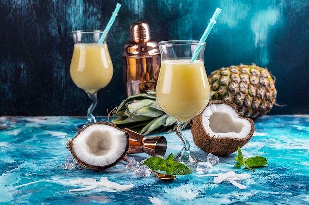 Cocktail di pina colada caraibica