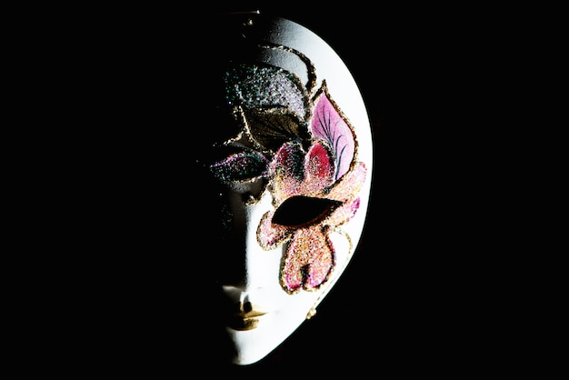 Maschera di carnevale isolata
