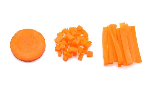 Bastoncini di carota isolati su bianco