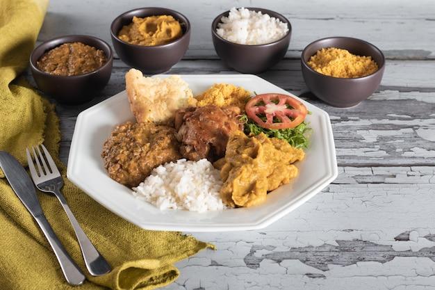 Caruru tradizionale cibo afro-brasiliano tipico di bahia