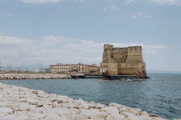 Castel dell'ovo o castel dell'uovo a napoli, italia