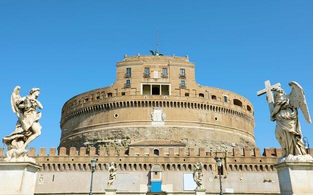 Castel sant angelo o mausoleo di adriano a roma, italia