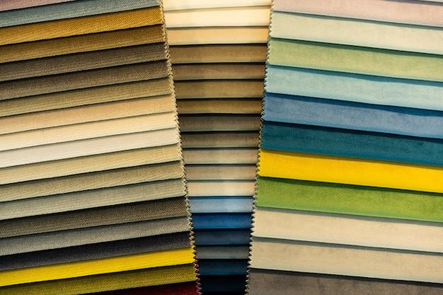 Catalogo di campioni di tessuto multicolore