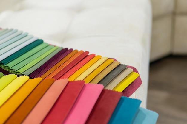 Catalogo di stoffa multicolore da stuoia di stoffa