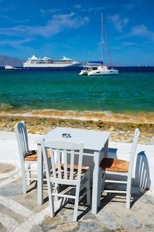 Catamarano yacht e nave da crociera è mare egeo chora mykonos island grecia