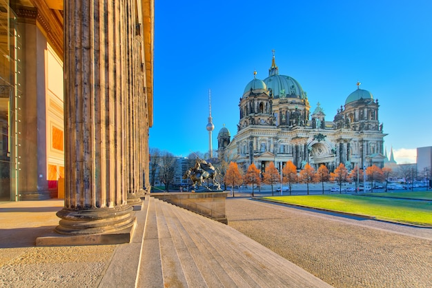 Cattedrale di berlino dall'edificio del museo altes