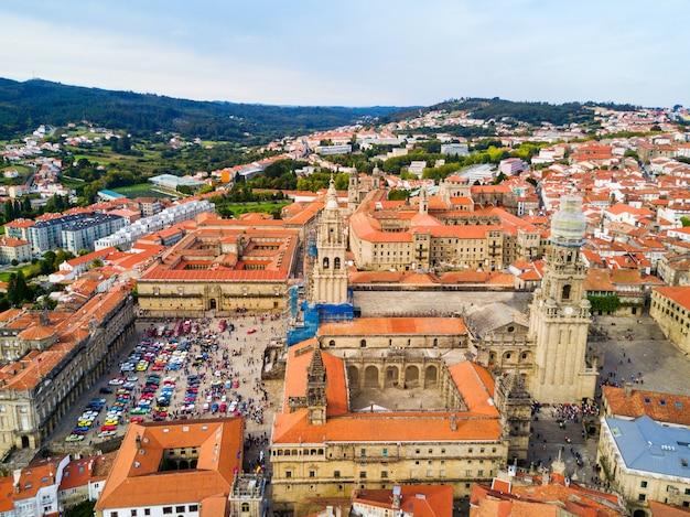 La vista panoramica aerea della cattedrale di santiago de compostela in galizia, spain