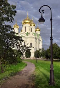 Cattedrale di santa caterina la grande martire restaurata chiesa ortodossa nella tradizione russa