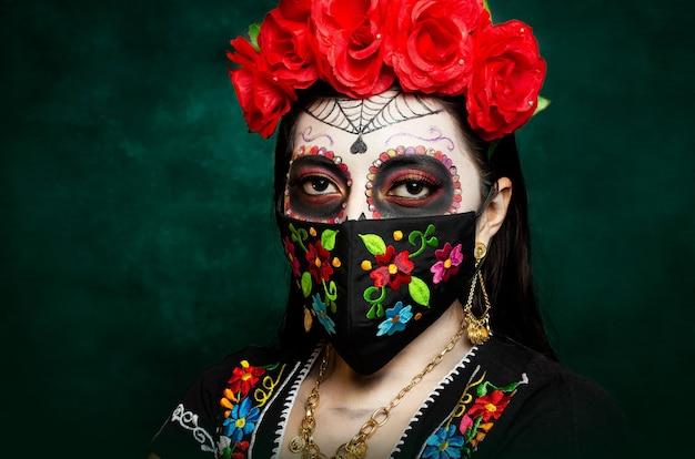 Catrina con mascherina ricamata