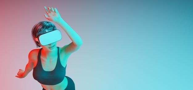 Ragazza caucasica che balla e si diverte con gli occhiali di realtà virtuale con luci rosse e blu fresche