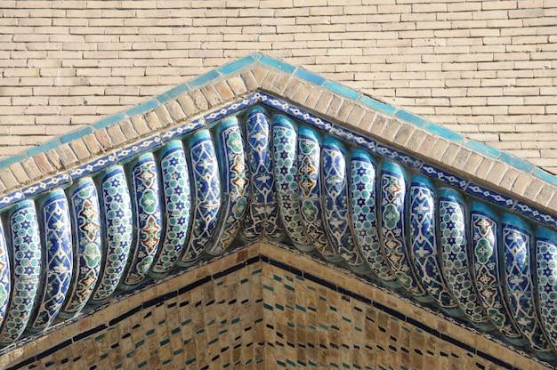 Il soffitto a forma di cupola in un tradizionale mosaico asiatico antico architettura dell'asia