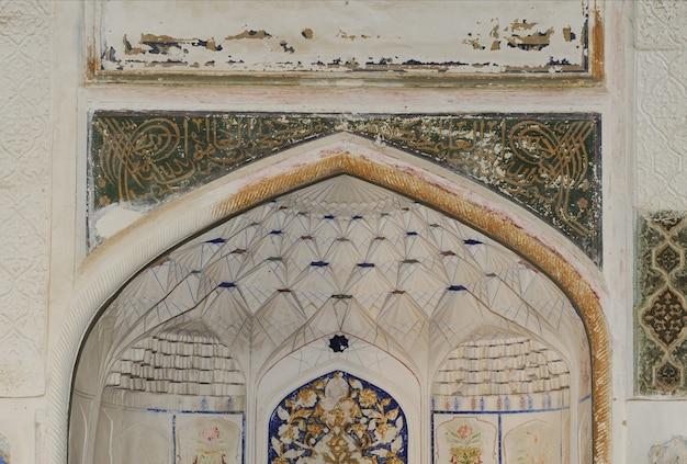 Soffitto a forma di cupola in un tradizionale mosaico asiatico antico architettura dell'asia centrale
